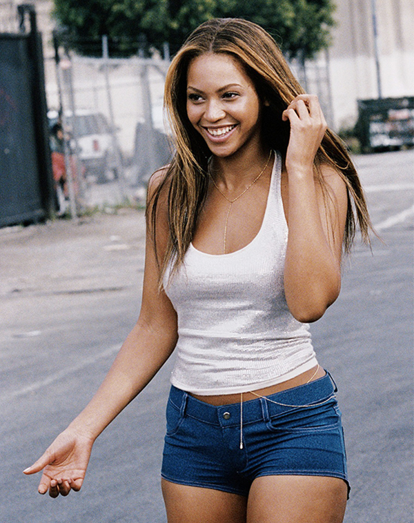 03-2003-05-Beyonce-Crazy-in-love-Bodychain-web-crop